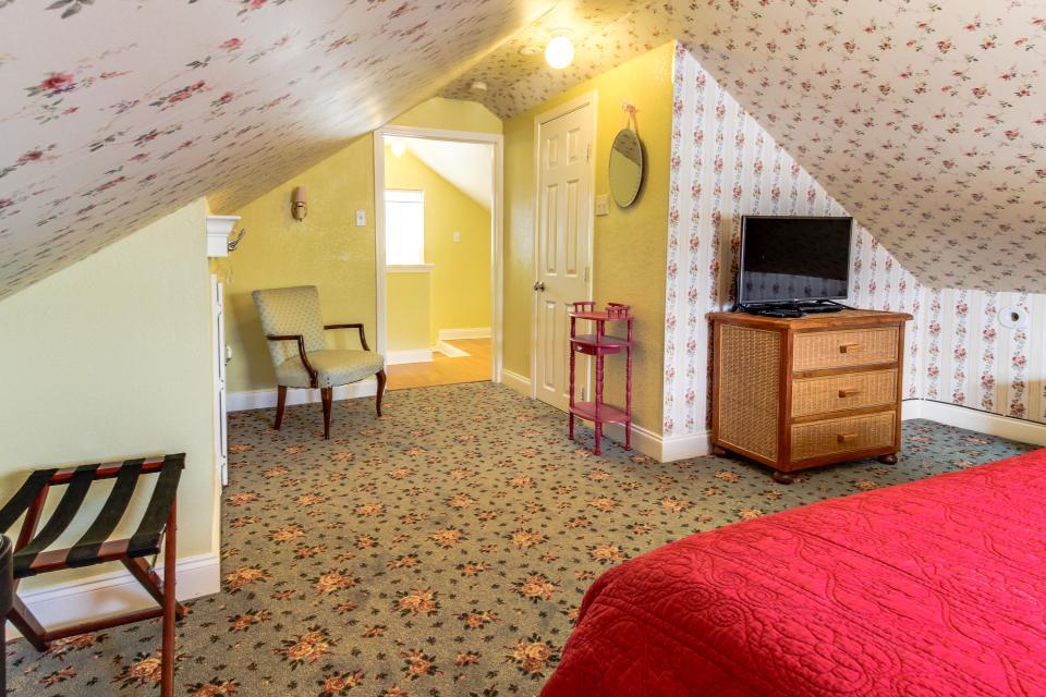 The Yellow Beach House - Galveston Vacation Rental - Photo 21