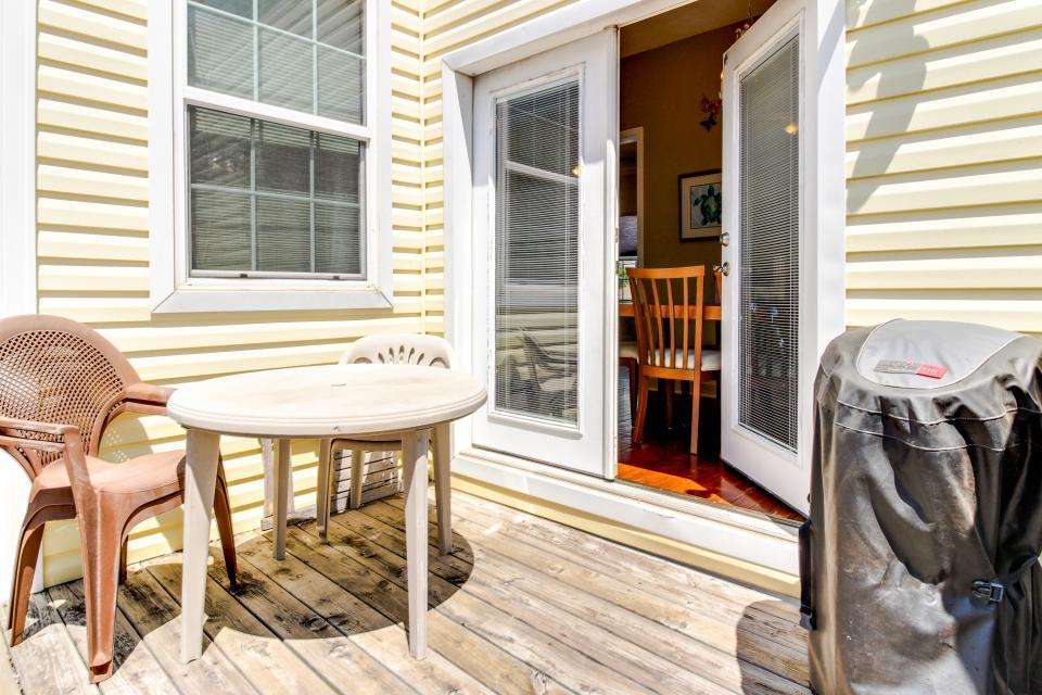 The Yellow Beach House - Galveston Vacation Rental - Photo 6