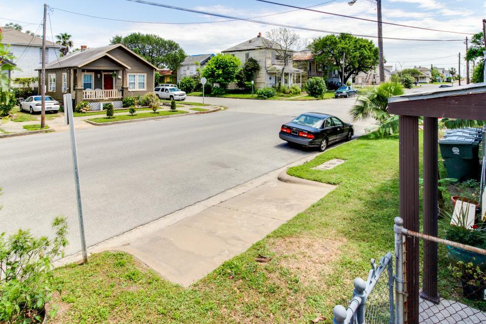 The Yellow Beach House - Galveston Vacation Rental - Photo 30