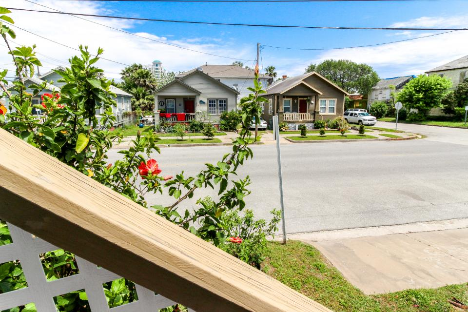 The Yellow Beach House - Galveston Vacation Rental - Photo 29