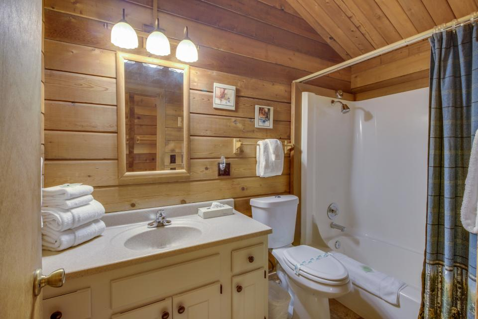 Otter Lane 11 | Discover Sunriver - Sunriver Vacation Rental - Photo 22