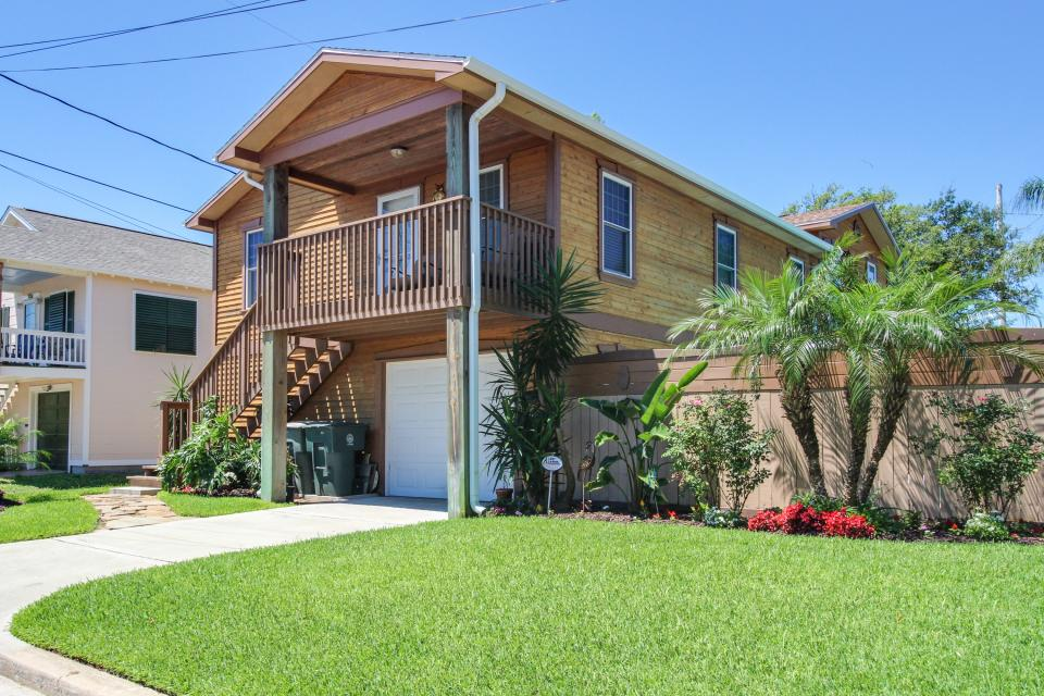 Cedarwood - Galveston Vacation Rental - Photo 1