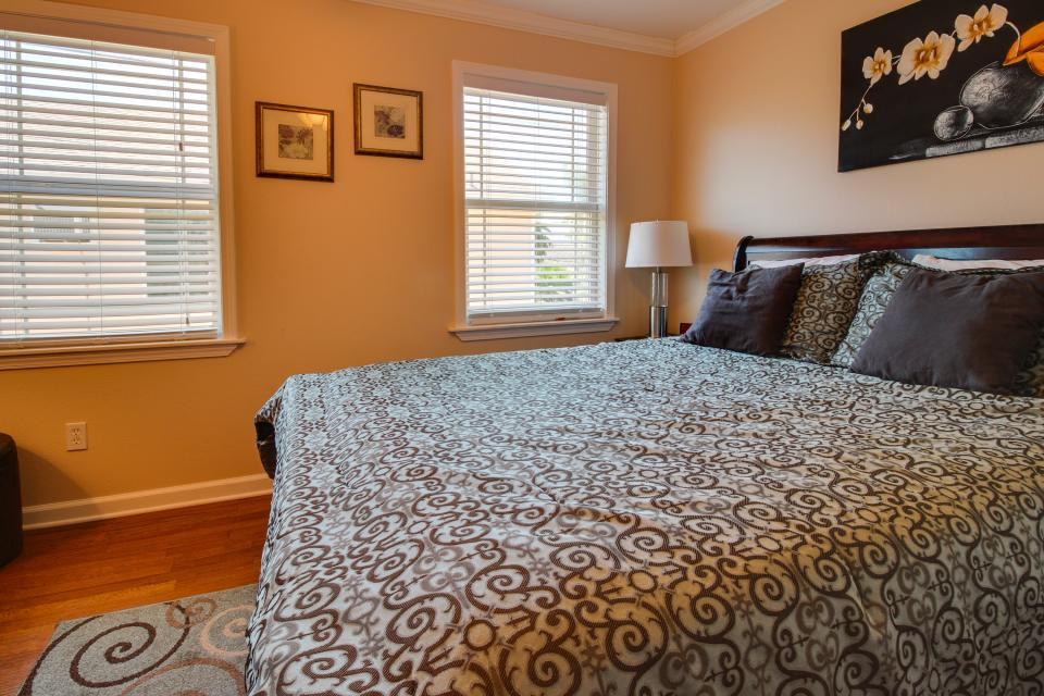 Cedarwood - Galveston Vacation Rental - Photo 15
