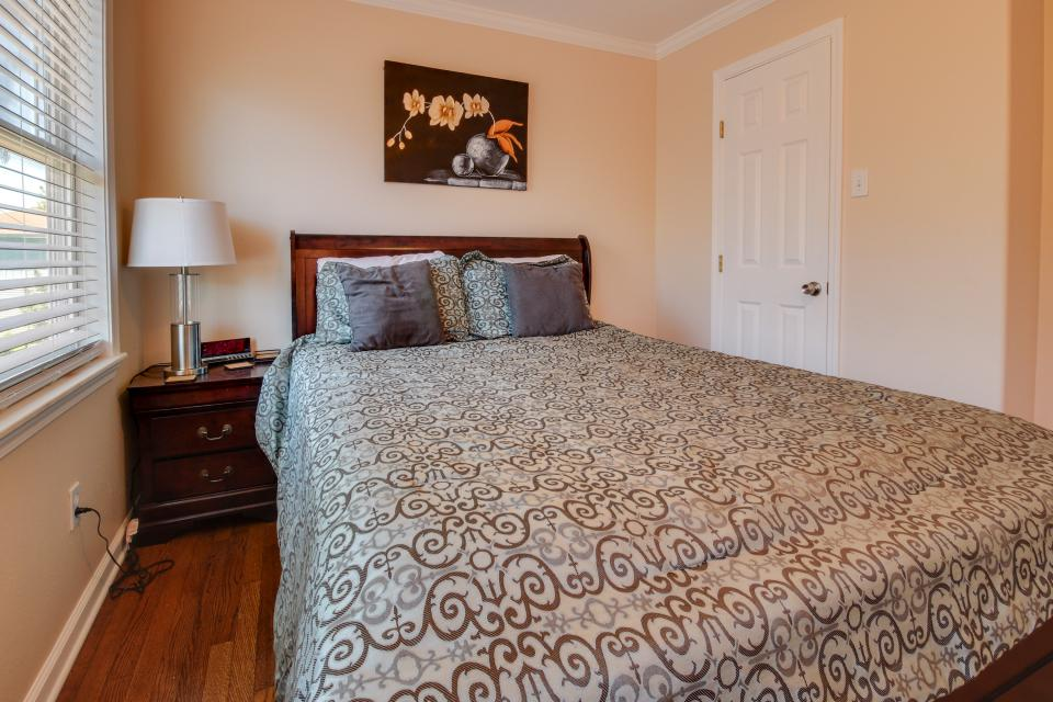 Cedarwood - Galveston Vacation Rental - Photo 16