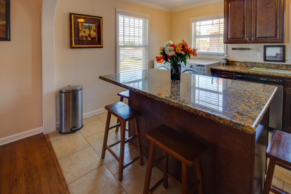 Cedarwood - Galveston Vacation Rental - Photo 8