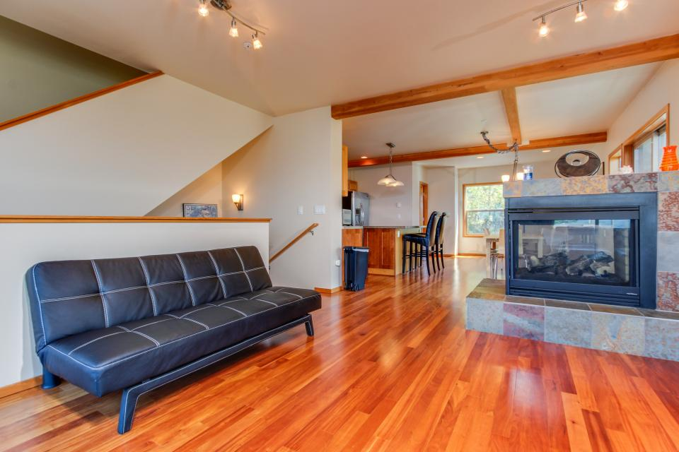 Just Beachy! - Depoe Bay Vacation Rental - Photo 4