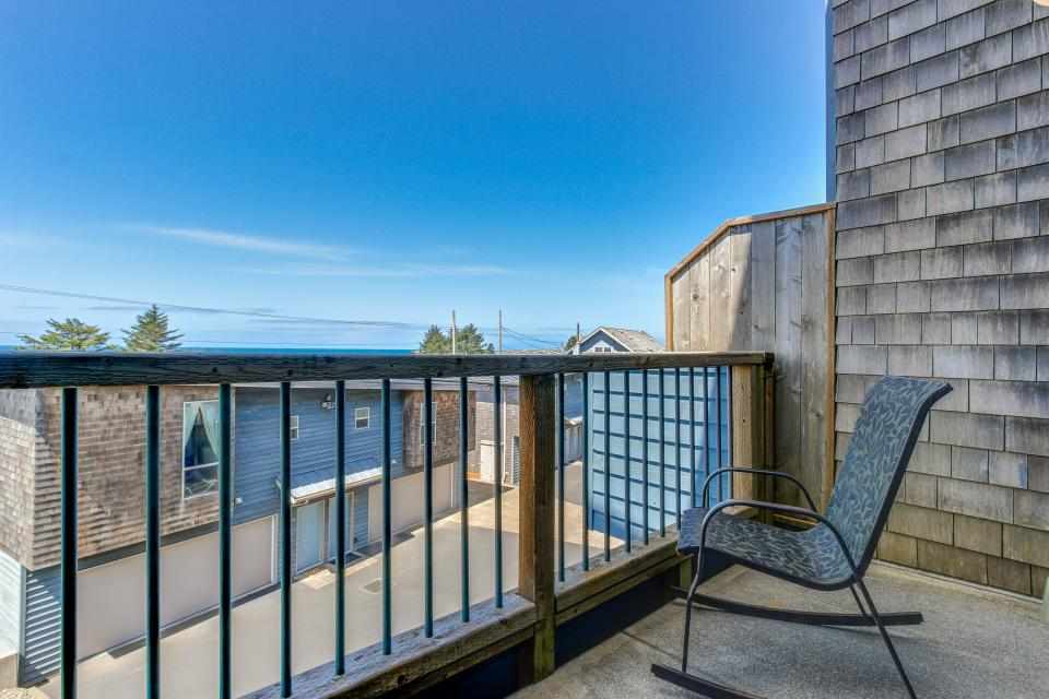 Just Beachy! - Depoe Bay Vacation Rental - Photo 12