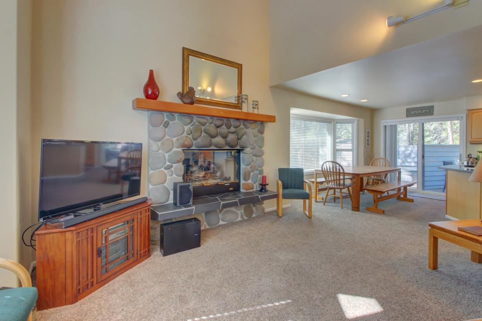 Lynx Lane 08 | Discover Sunriver - Sunriver Vacation Rental - Photo 6