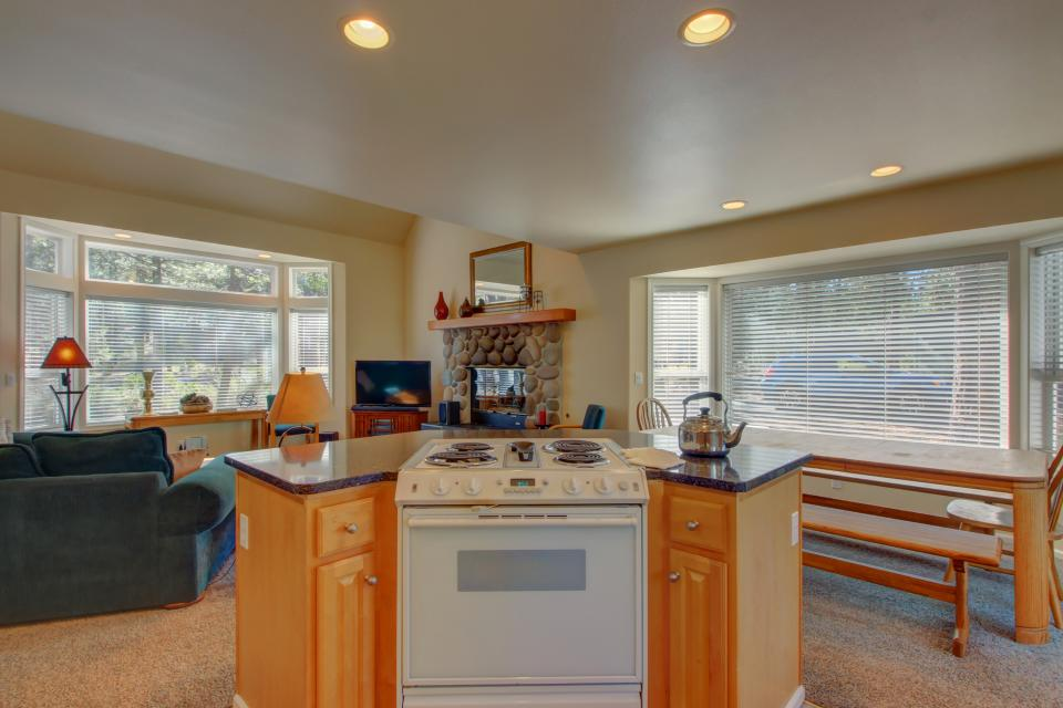 Lynx Lane 08 | Discover Sunriver - Sunriver Vacation Rental - Photo 11