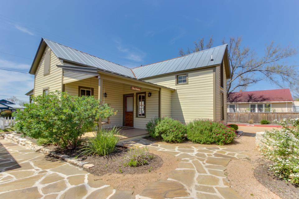 Wine Country Cottages on Main- Full Property - Fredericksburg Vacation Rental - Photo 3