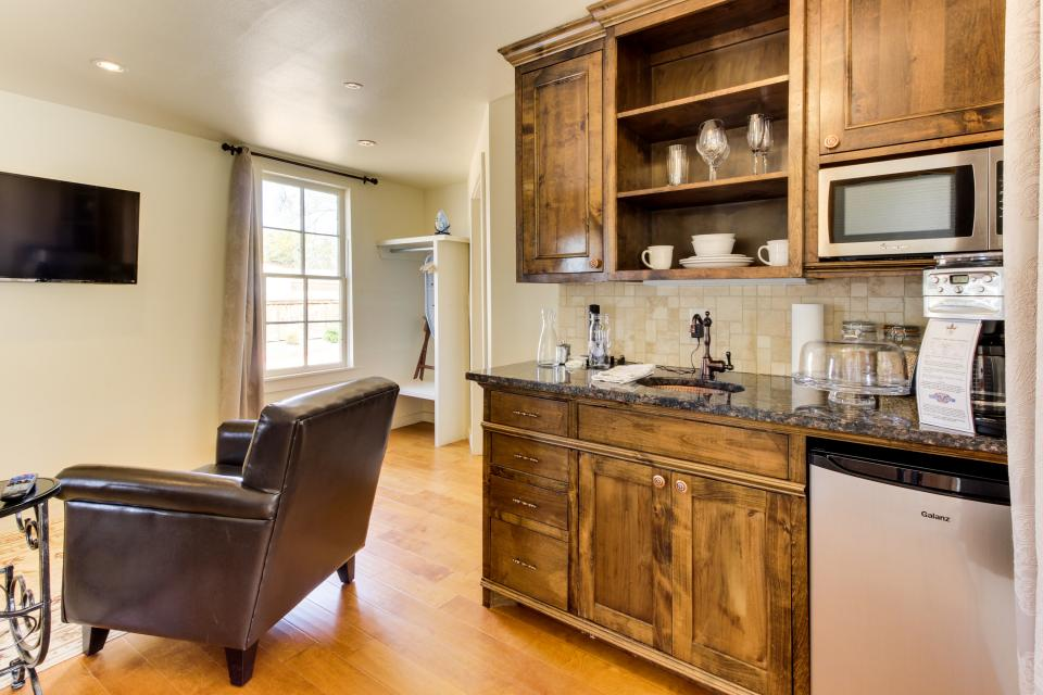 Wine Country Cottages on Main- Full Property - Fredericksburg Vacation Rental - Photo 6