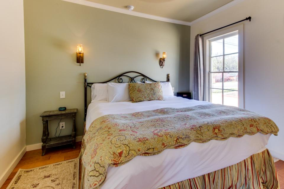 Wine Country Cottages on Main- Full Property - Fredericksburg Vacation Rental - Photo 4