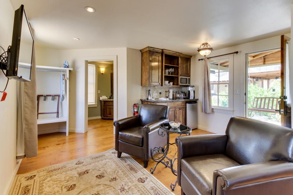 Wine Country Cottages on Main- Full Property - Fredericksburg Vacation Rental - Photo 5