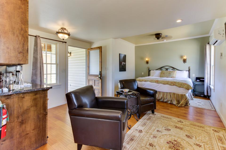 Wine Country Cottages on Main- Full Property - Fredericksburg Vacation Rental - Photo 7