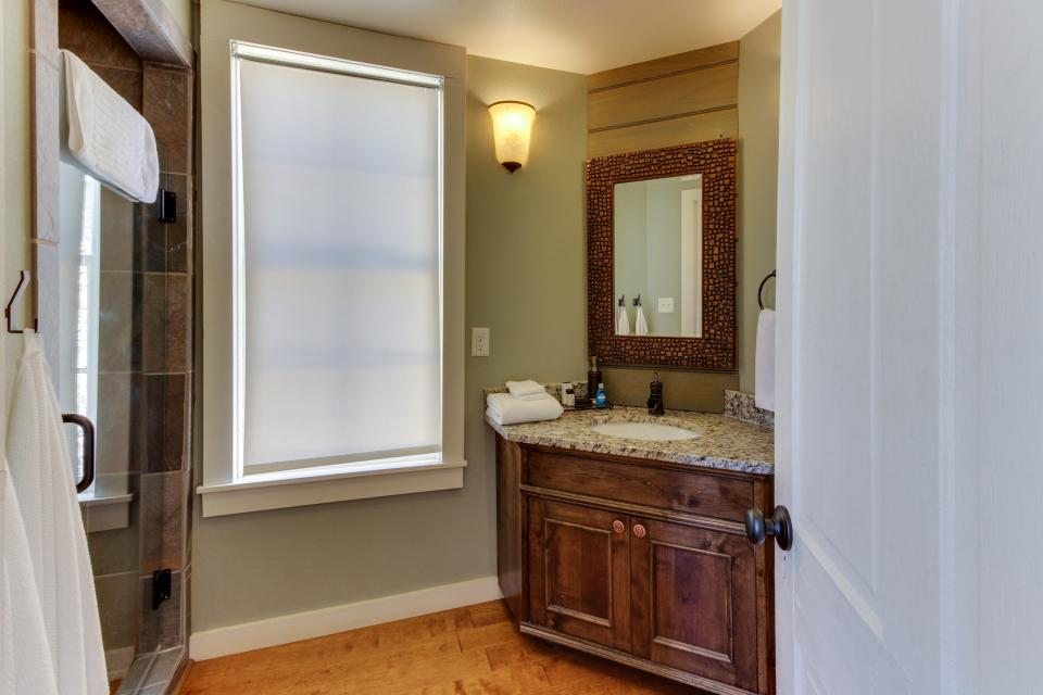 Wine Country Cottages on Main- Full Property - Fredericksburg Vacation Rental - Photo 8