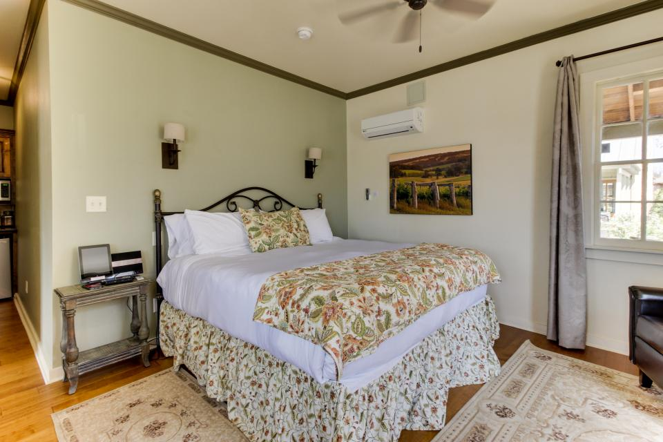 Wine Country Cottages on Main- Full Property - Fredericksburg Vacation Rental - Photo 12