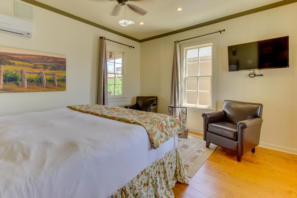 Wine Country Cottages on Main- Full Property - Fredericksburg Vacation Rental - Photo 13