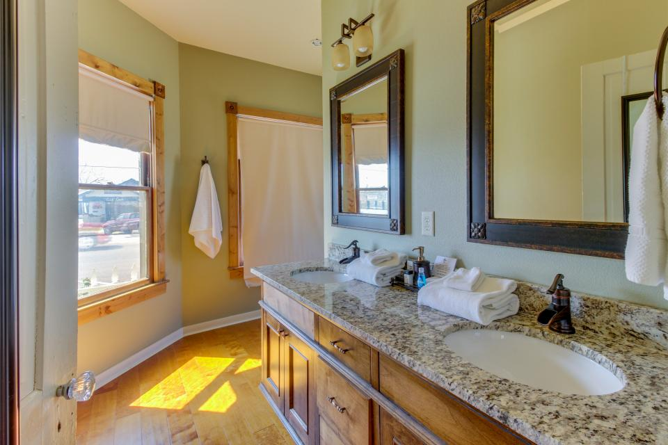 Wine Country Cottages on Main- Full Property - Fredericksburg Vacation Rental - Photo 14