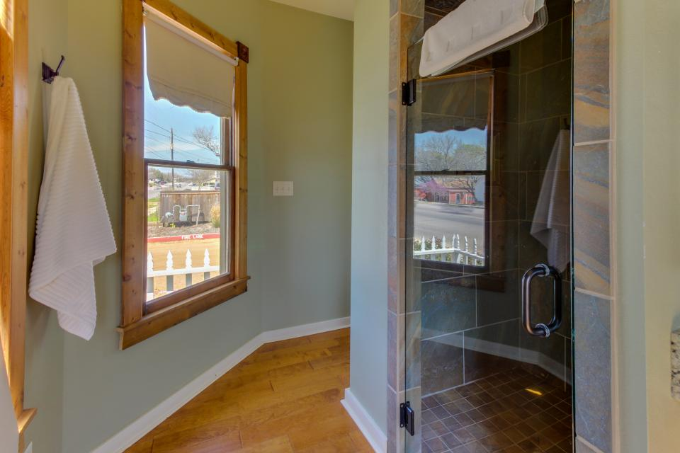 Wine Country Cottages on Main- Full Property - Fredericksburg Vacation Rental - Photo 15