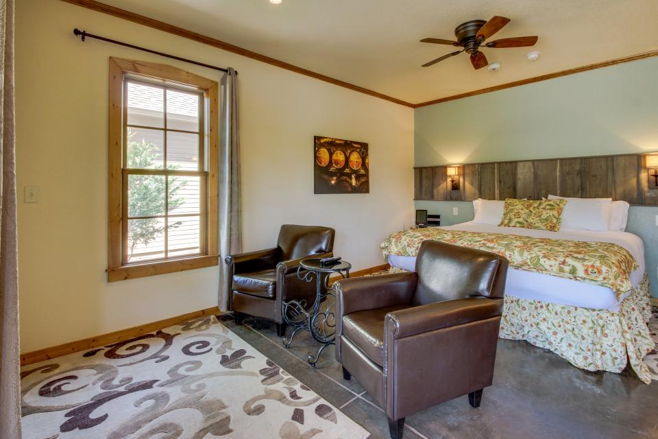 Wine Country Cottages on Main- Full Property - Fredericksburg Vacation Rental - Photo 17