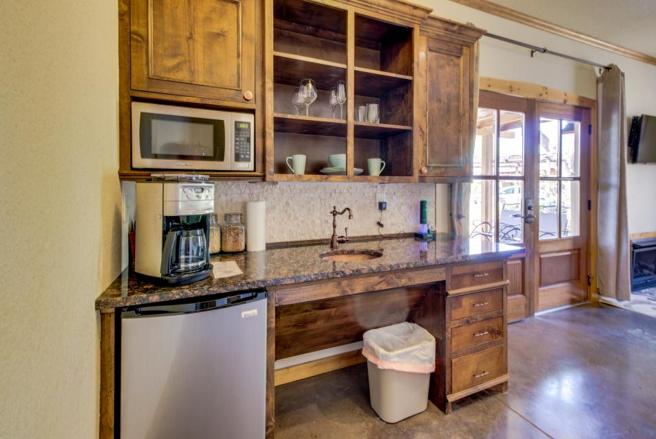 Wine Country Cottages on Main- Full Property - Fredericksburg Vacation Rental - Photo 18