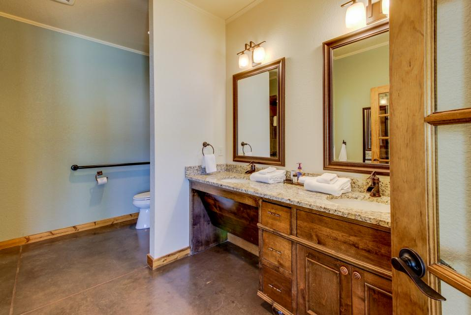 Wine Country Cottages on Main- Full Property - Fredericksburg Vacation Rental - Photo 19