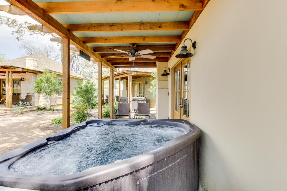 Wine Country Cottages on Main- Full Property - Fredericksburg Vacation Rental - Photo 21