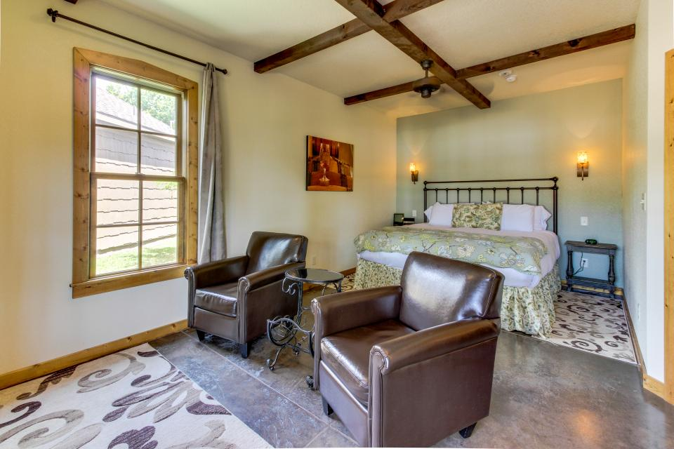 Wine Country Cottages on Main- Full Property - Fredericksburg Vacation Rental - Photo 22