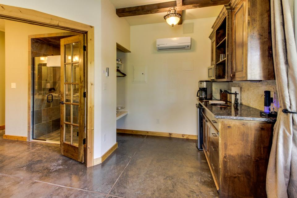 Wine Country Cottages on Main- Full Property - Fredericksburg Vacation Rental - Photo 26
