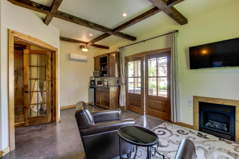 Wine Country Cottages on Main- Full Property - Fredericksburg Vacation Rental - Photo 25