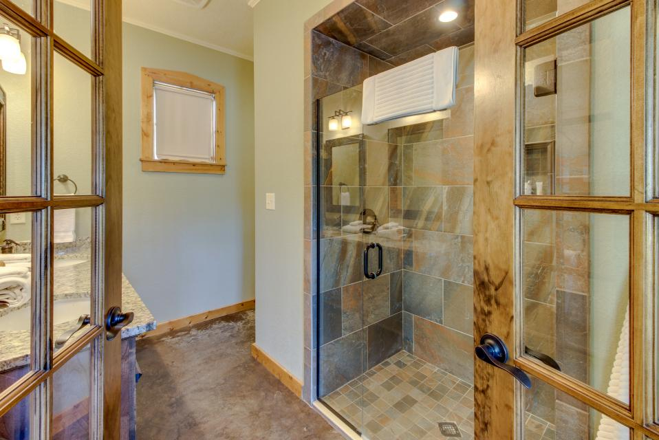 Wine Country Cottages on Main- Full Property - Fredericksburg Vacation Rental - Photo 23