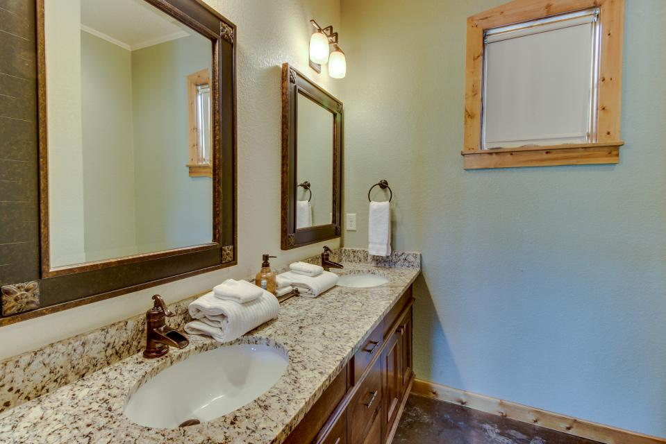 Wine Country Cottages on Main- Full Property - Fredericksburg Vacation Rental - Photo 24