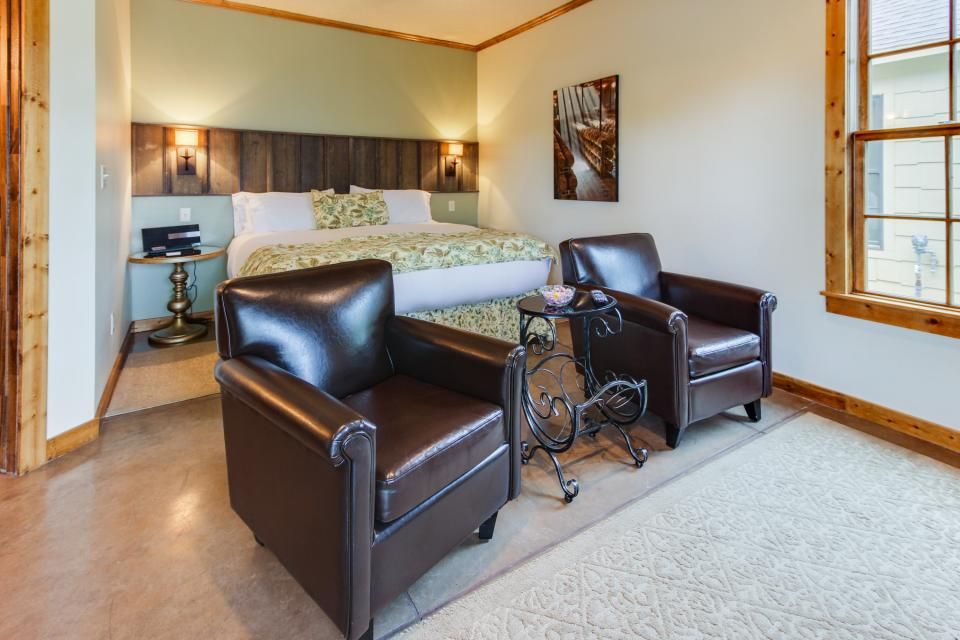 Wine Country Cottages on Main- Full Property - Fredericksburg Vacation Rental - Photo 29