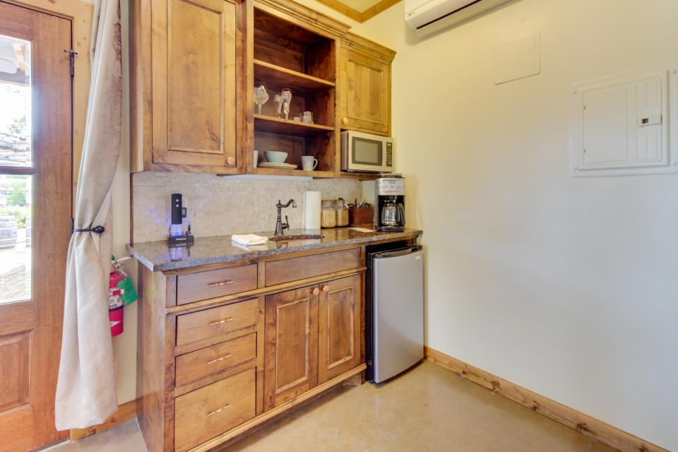 Wine Country Cottages on Main- Full Property - Fredericksburg Vacation Rental - Photo 30