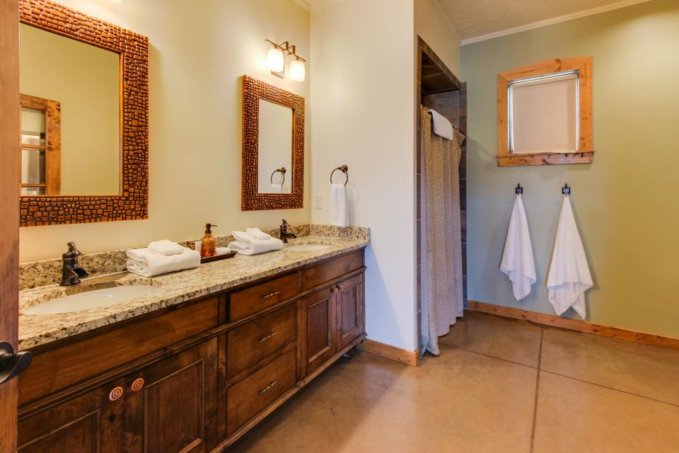 Wine Country Cottages on Main- Full Property - Fredericksburg Vacation Rental - Photo 31