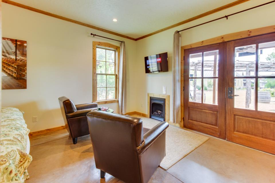 Wine Country Cottages on Main- Full Property - Fredericksburg Vacation Rental - Photo 32