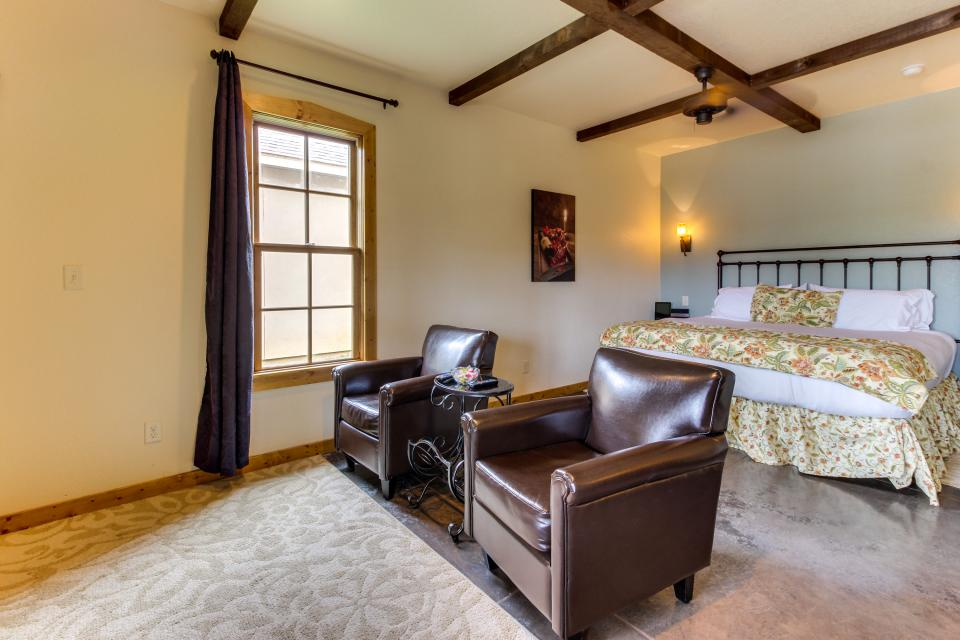 Wine Country Cottages on Main- Full Property - Fredericksburg Vacation Rental - Photo 33