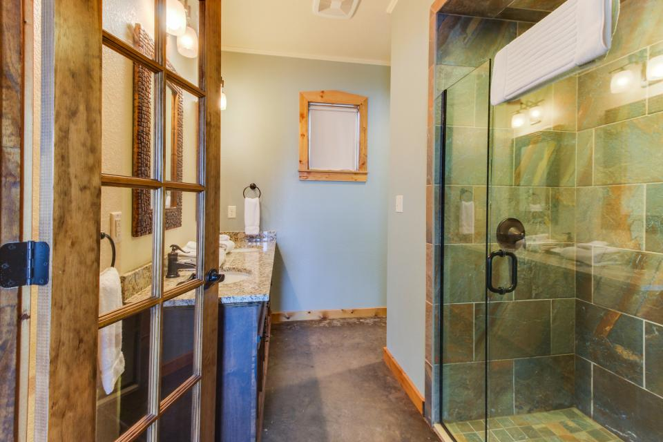 Wine Country Cottages on Main- Full Property - Fredericksburg Vacation Rental - Photo 36