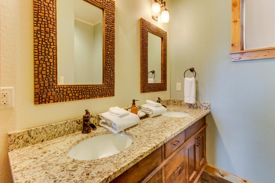 Wine Country Cottages on Main- Full Property - Fredericksburg Vacation Rental - Photo 37