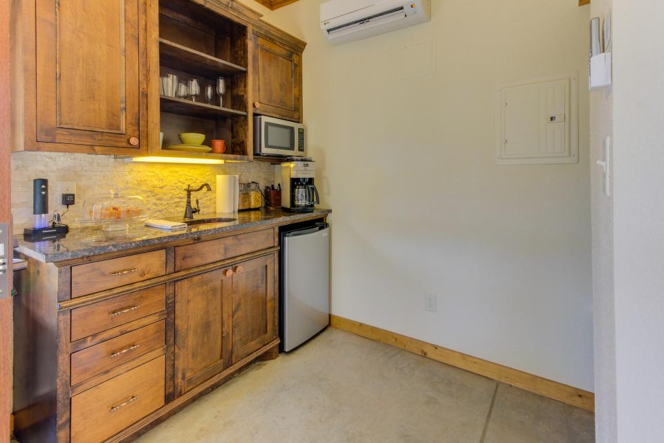 Wine Country Cottages on Main- Full Property - Fredericksburg Vacation Rental - Photo 40