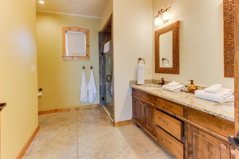 Wine Country Cottages on Main- Full Property - Fredericksburg Vacation Rental - Photo 43