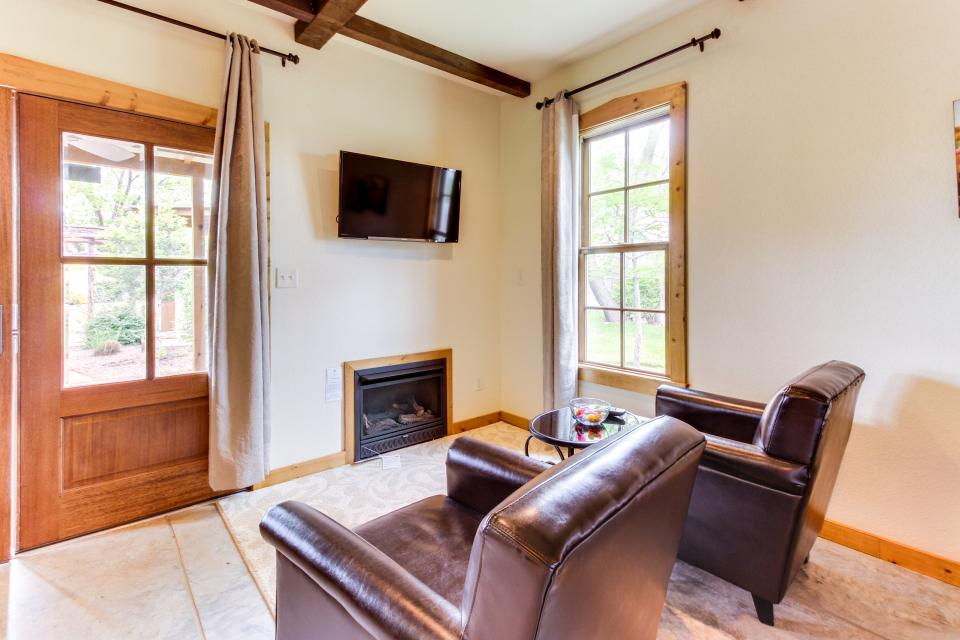 Wine Country Cottages on Main- Full Property - Fredericksburg Vacation Rental - Photo 45