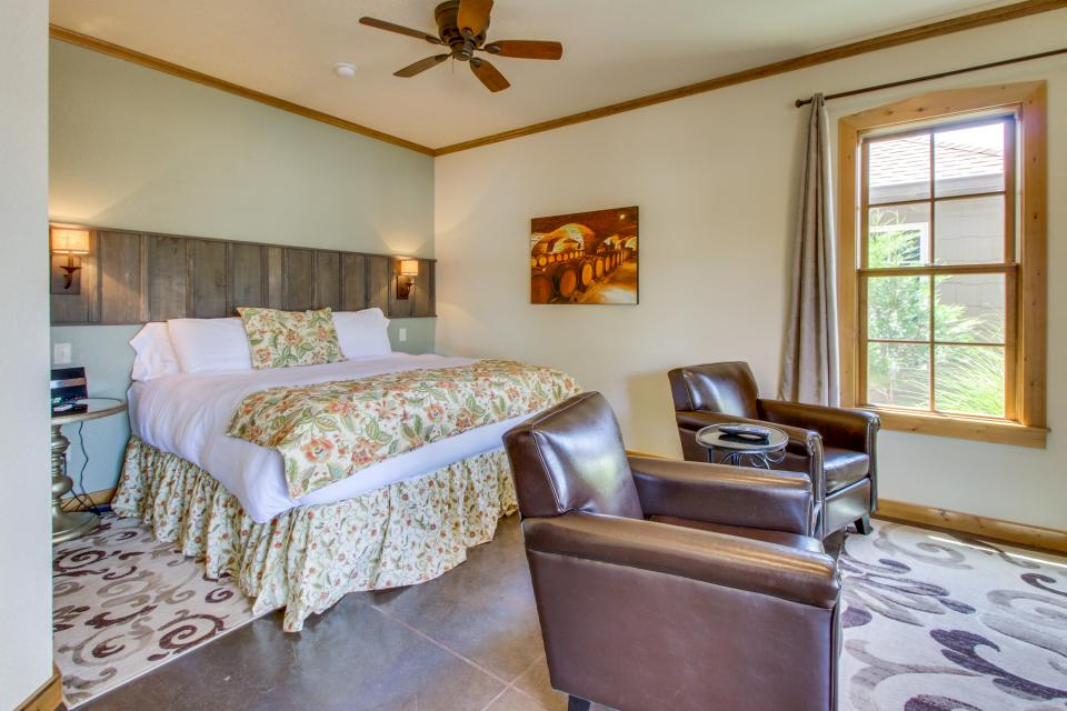 Wine Country Cottages on Main- Full Property - Fredericksburg Vacation Rental - Photo 47