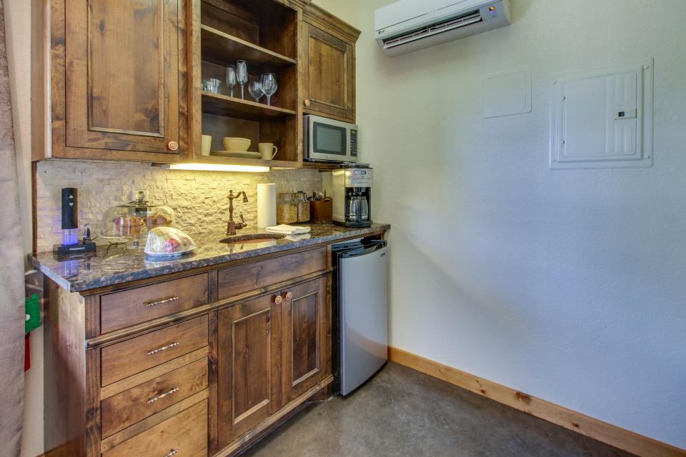 Wine Country Cottages on Main- Full Property - Fredericksburg Vacation Rental - Photo 48