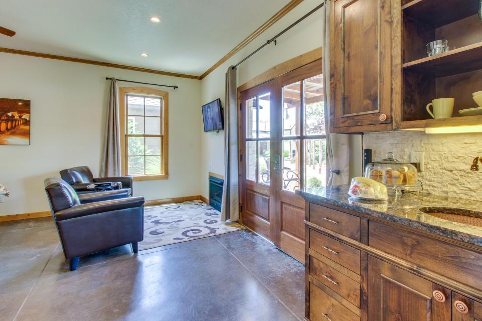 Wine Country Cottages on Main- Full Property - Fredericksburg Vacation Rental - Photo 49