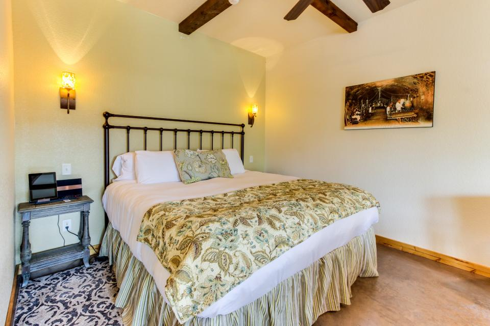 Wine Country Cottages on Main- Full Property - Fredericksburg Vacation Rental - Photo 52