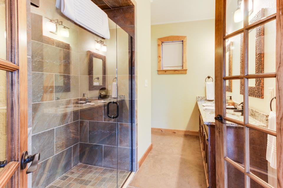 Wine Country Cottages on Main- Full Property - Fredericksburg Vacation Rental - Photo 54
