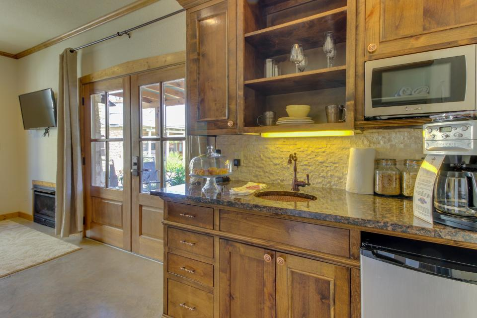 Wine Country Cottages on Main- Full Property - Fredericksburg Vacation Rental - Photo 55