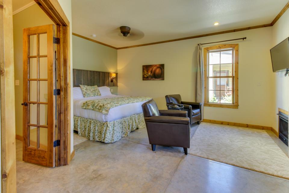 Wine Country Cottages on Main- Full Property - Fredericksburg Vacation Rental - Photo 57
