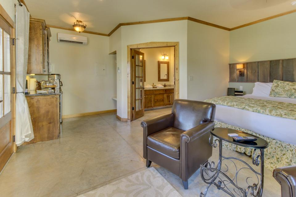 Wine Country Cottages on Main- Full Property - Fredericksburg Vacation Rental - Photo 56